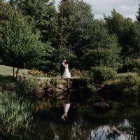 Couple marié photo sur le terrain de golf